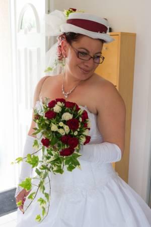 Portrait d'une mariée avant l'église - Midi Pyrénées