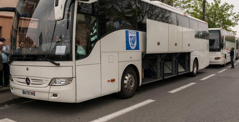 Photo du bus de supporter du TOXIII avant la finale de la coupe de France .