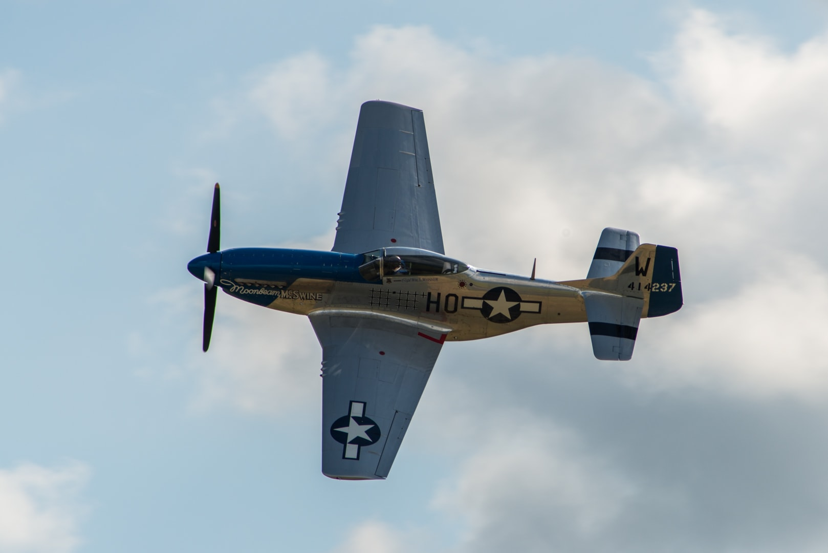 Photo d'avion du p51 mustang lors du meeting aérien sur Toulouse ( Lherm) 1