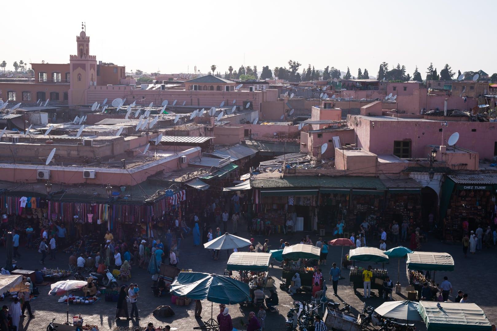 photo de la place El FNA de Marrakech voyage Maroc 2