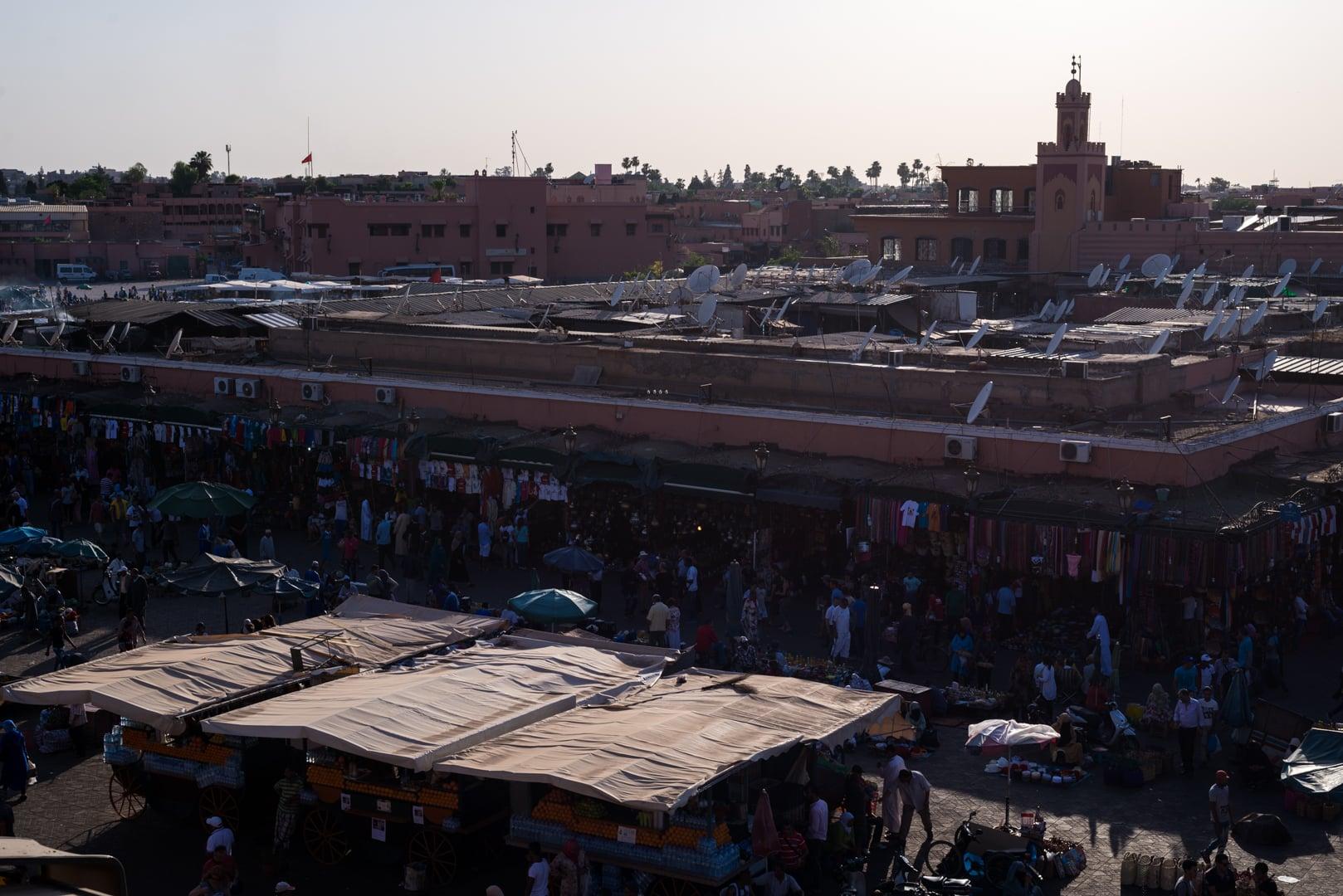 photo de la place El FNA de Marrakech voyage Maroc