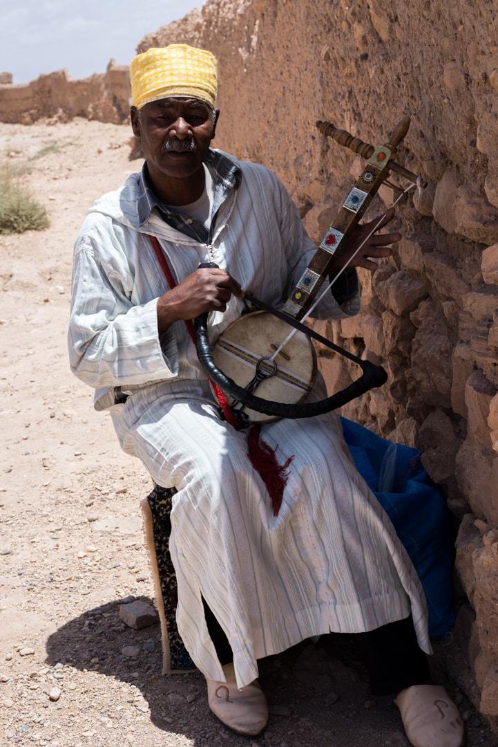 photo d'un musicien berbère à Ait Ben Haddou Maroc