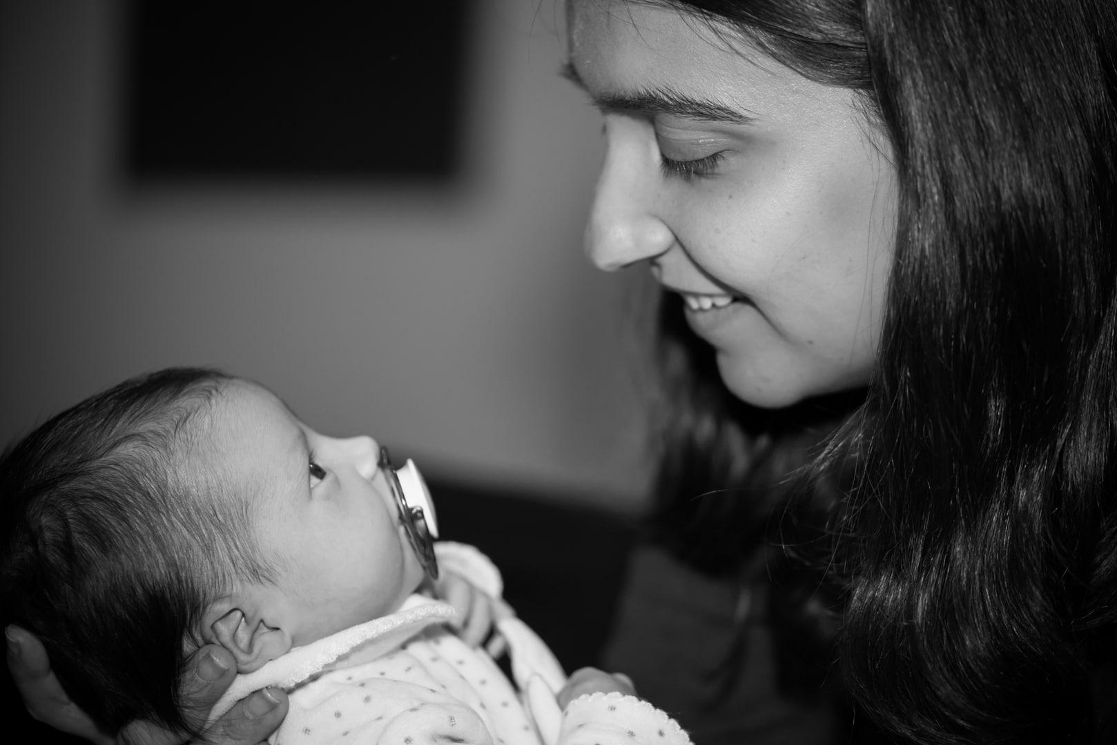 Photographe bébé noir et blanc Haute Garonne