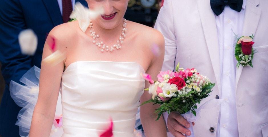 Couple confettis mariage toulouse