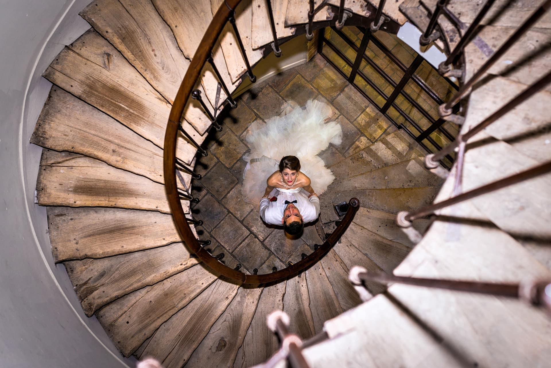 Photo de couple mariage escalier