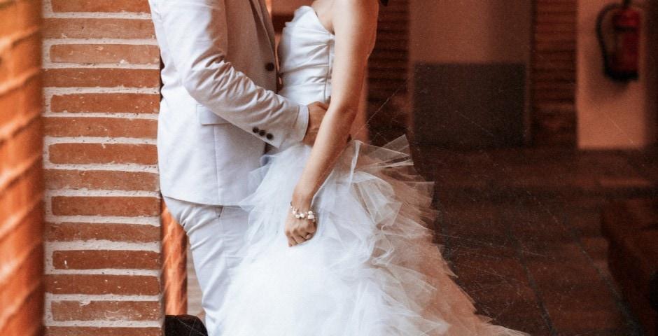 Belle photo d'un couple juste mariés